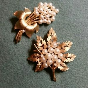 GOLD & PEARL BROOCH SET